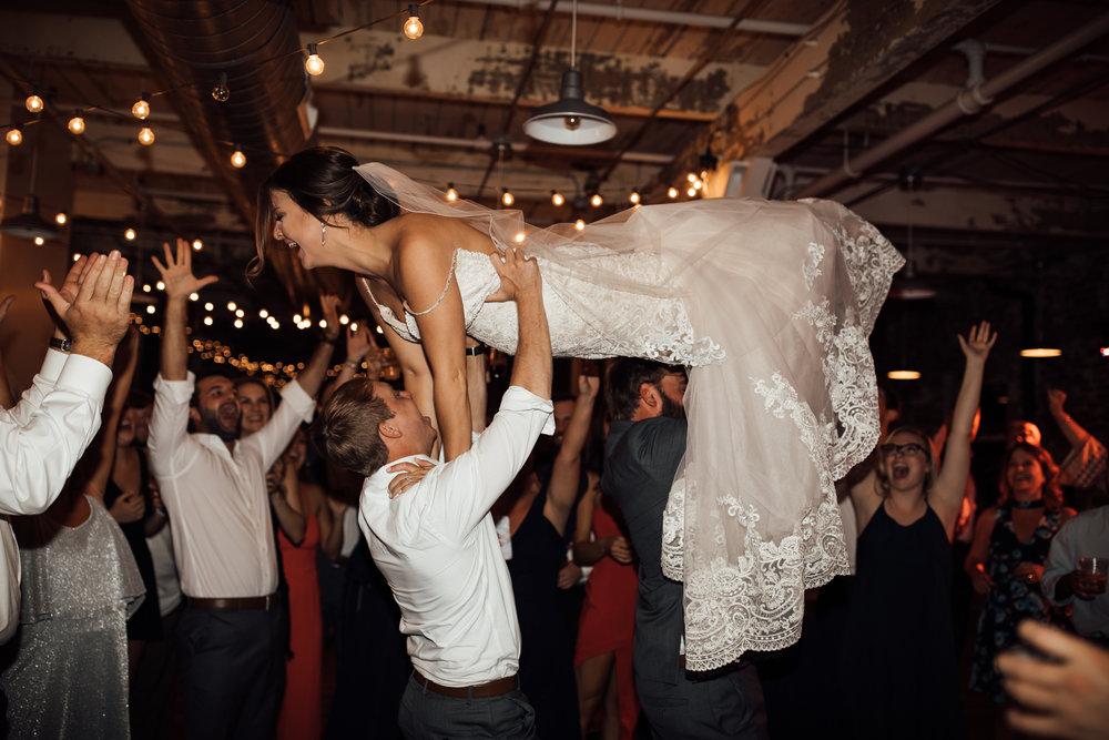 409smain-downtown-memphis-wedding-venue-thewarmtharoundyou (220 of 243).jpg