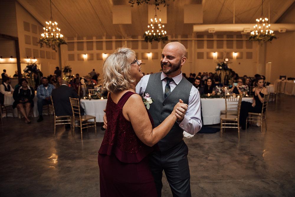 Caitlin-and-Bryan-Avon-Acres-Memphis-TN-Wedding-244.jpg