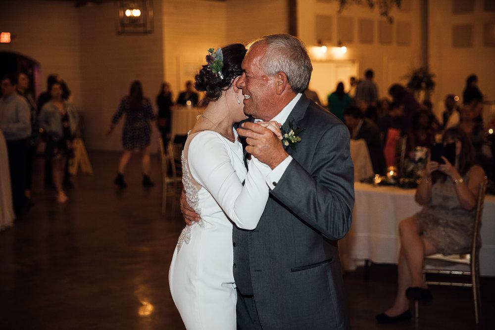 Caitlin-and-Bryan-Avon-Acres-Memphis-TN-Wedding-250.jpg