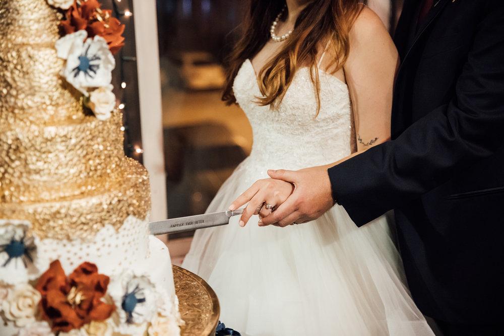 memphis-wedding-photographers-thewarmtharoundyou-ballinese-ballroom (195 of 232).jpg