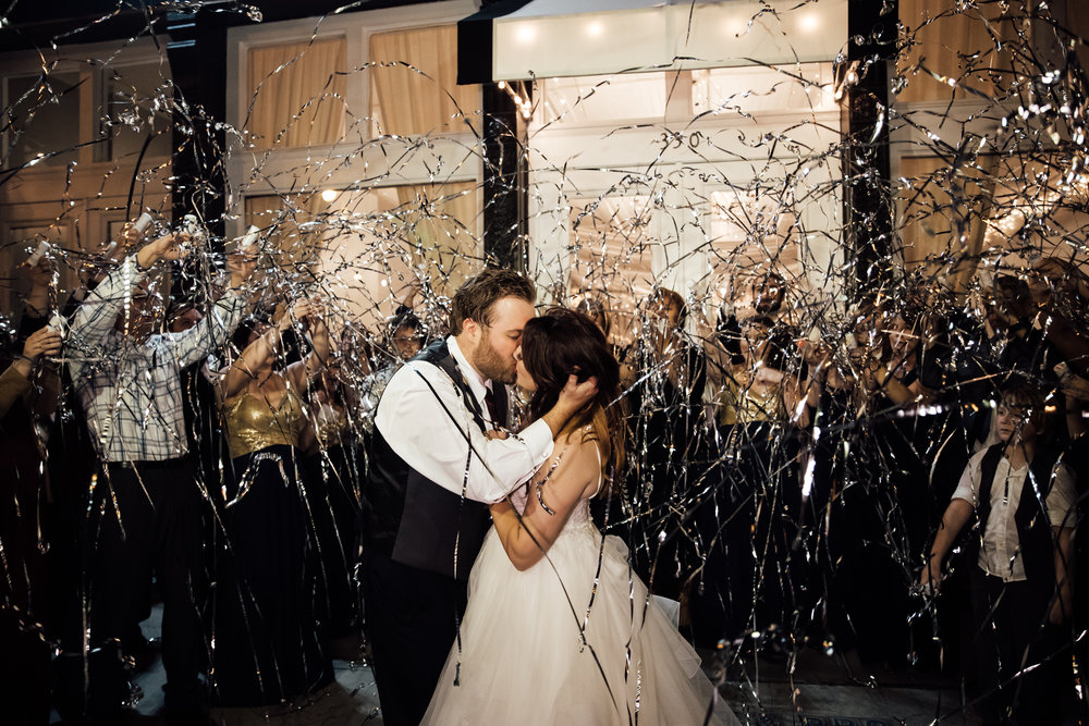 memphis-wedding-photographers-thewarmtharoundyou-ballinsese-ballroom-wedding-venue-downtown (23 of 25).jpg