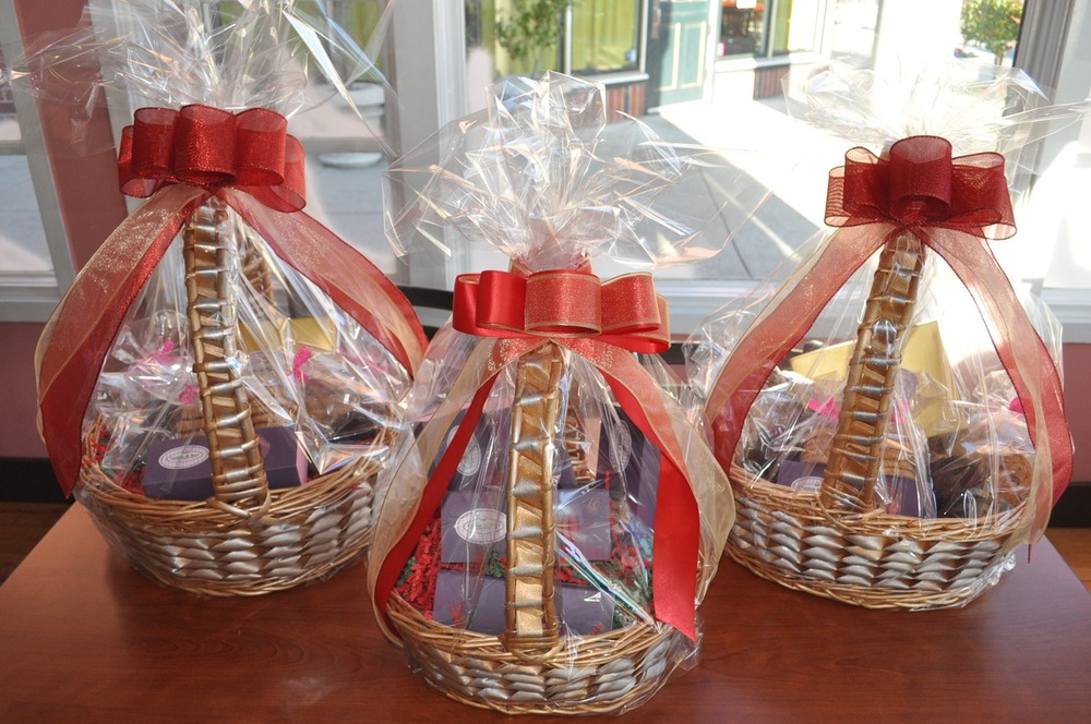 Custom cakes & gift baskets