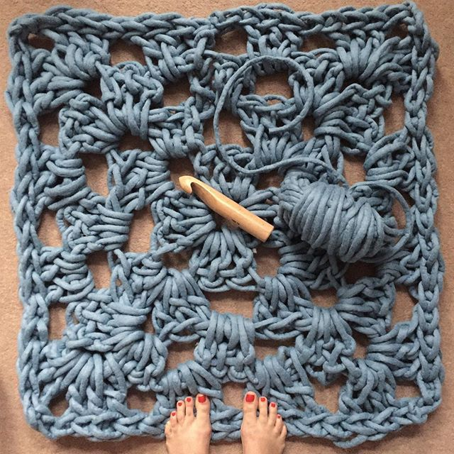 ➰ Happy Granny Square Day ➰ Throw back to when I crocheted a rug using @woollymahoosive felted merino and a 40mm hook 🙌 it's the best size to make something super quick and big- roll on the weekend for more knotting! • • • • #imakeknots #knit #crochet #instacrochet #crochetlove #crochetgirlgang #crochetersofinstagram #yarn #moderncrochet #fibreart #diy #abmcrafty #blogger #widn #london #Вязание #pursuepretty #craftastherapy #mindful #crochetersofig #tığişi #tricot #hekle #häkeln #tejer #interiordesign #makersgonnamake #grannysquare #grannysquareday #woollymahoosiveyarn