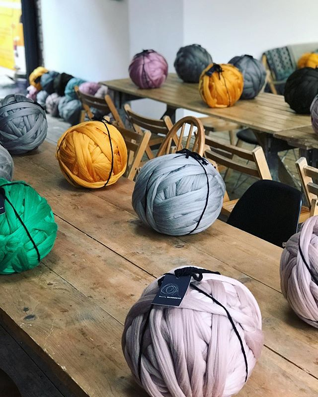 We're back at @theforgebristol on 29/09 with two time slots for our popular Arm Knit a Throw workshop 🙌 tickets are starting to sell out so snap them up quick because we all need a cosy blanket now the sun is hiding 👎 tickets via link in bio 👆 • • • • #imakeknots #handknit #knittingaddict #yarnlove #modernmaker #craftislife #stitchandhustle #ourmakerlife #wearemakers #makerslife #stashbusting #knitoholic #modernmaker #waketomake #shareyourknits #molliemakes #todaysgoodthing #onmyneedles #armknitting #armknit #knitspiration #makersgonnamake #makersmovement #bristol #theforge