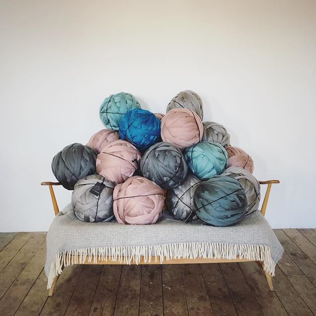 We're ready for you Bristol 💪➰♥️ @ezzystitch and @madebymartiknit will be teaching 40 how to arm knit a throw today and we can see which @woollymahoosive mammoth colours are your fave 🙌 ➰➰➰➰ #imakeknots #homedecor #interiorinspo #armknitting #myhyggehome #interiorlove #sassyhomestyle #todaysgoodthing #handknitting #interiormilk #modernknits #myhomestyle #mystylishspace #styleathome #giantknitting #etsylove #interiorlove #craftastherapy #creativityfound #forthehome #housebeautiful #bristol #makeology #theforge #waketomake #luxuryinteriorsonabudget
