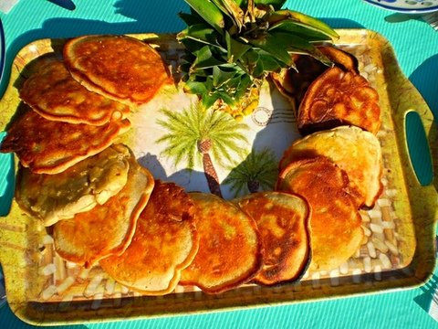 pancakes stuffed with bananas and pineapples
