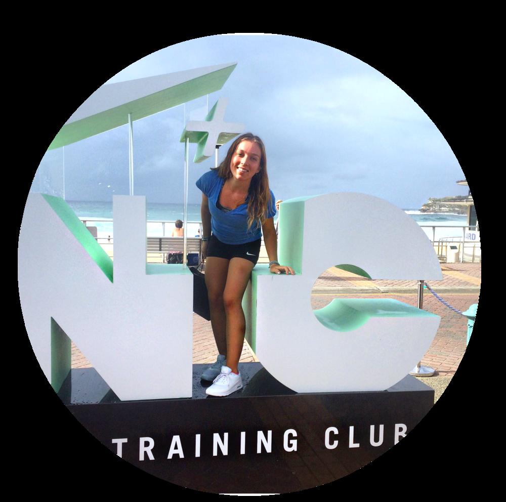 Hello! Je m'appelle Amélie et j'ai 23 ans! Je viens de Tahiti et partage ma passion pour le fitness, healthy lifestyle, veganisme, yoga & pleine conscience sur ce blog, ma chaine youtube et les réseaux sociaux! J'espère à bientôt ! Aloha :) xx