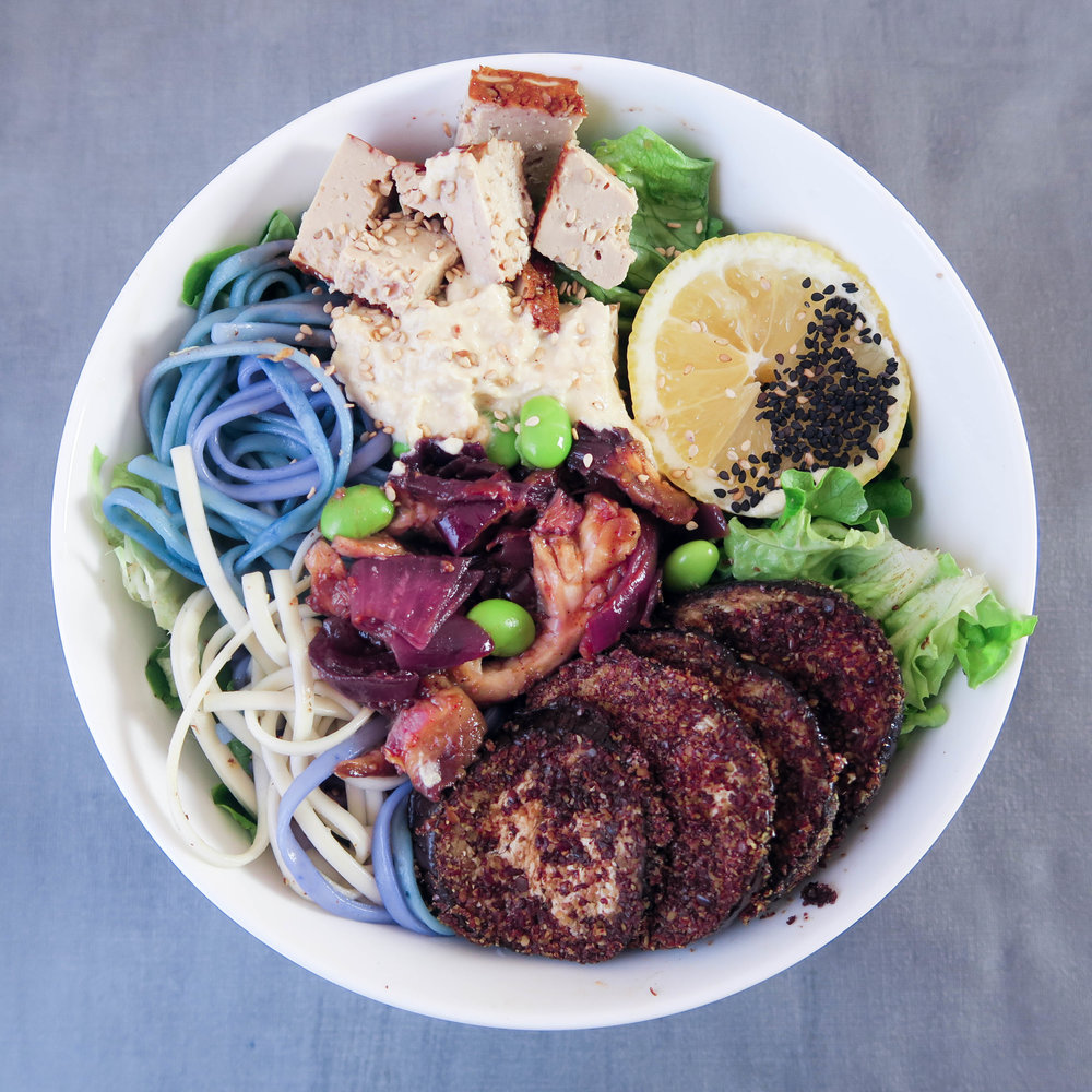 rainbow bowl : soba noodles with bluematcha, eggplant dips, teriyaki (recipe in ebook), greens, tofu, hummus, edamama.