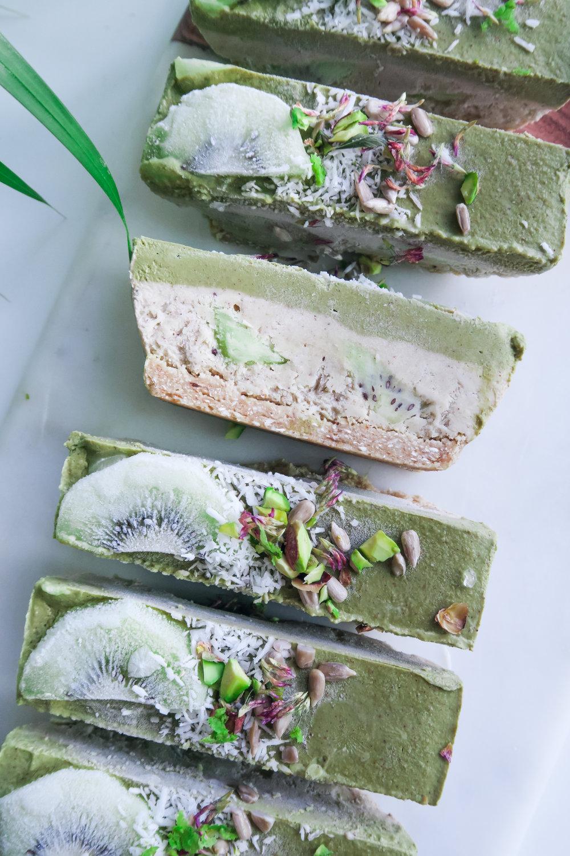 raw vegan cake matcha kiwi