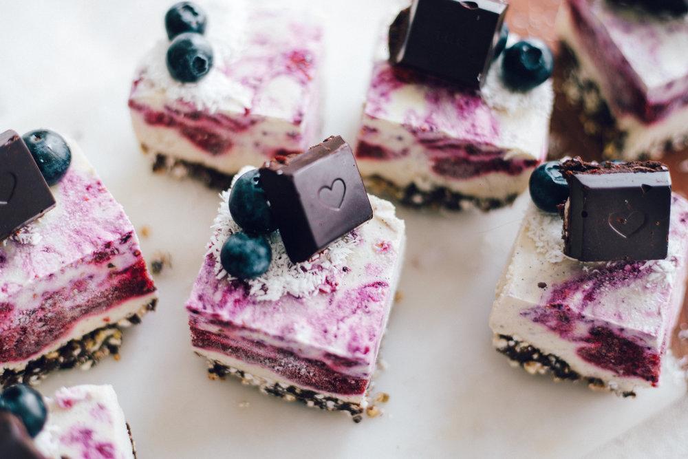 VEGAN ROSE-BERRY-COCO CAKE 🌹🥥🍰(Healthy, WholeFoods, GF) recipe www.amelietahiti.com