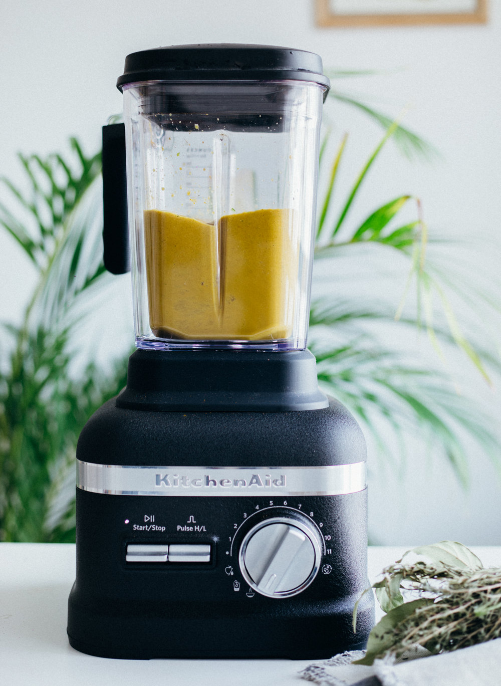 Golden Soup Under 10 minutes (vegan, gf) - amelietahiti.com