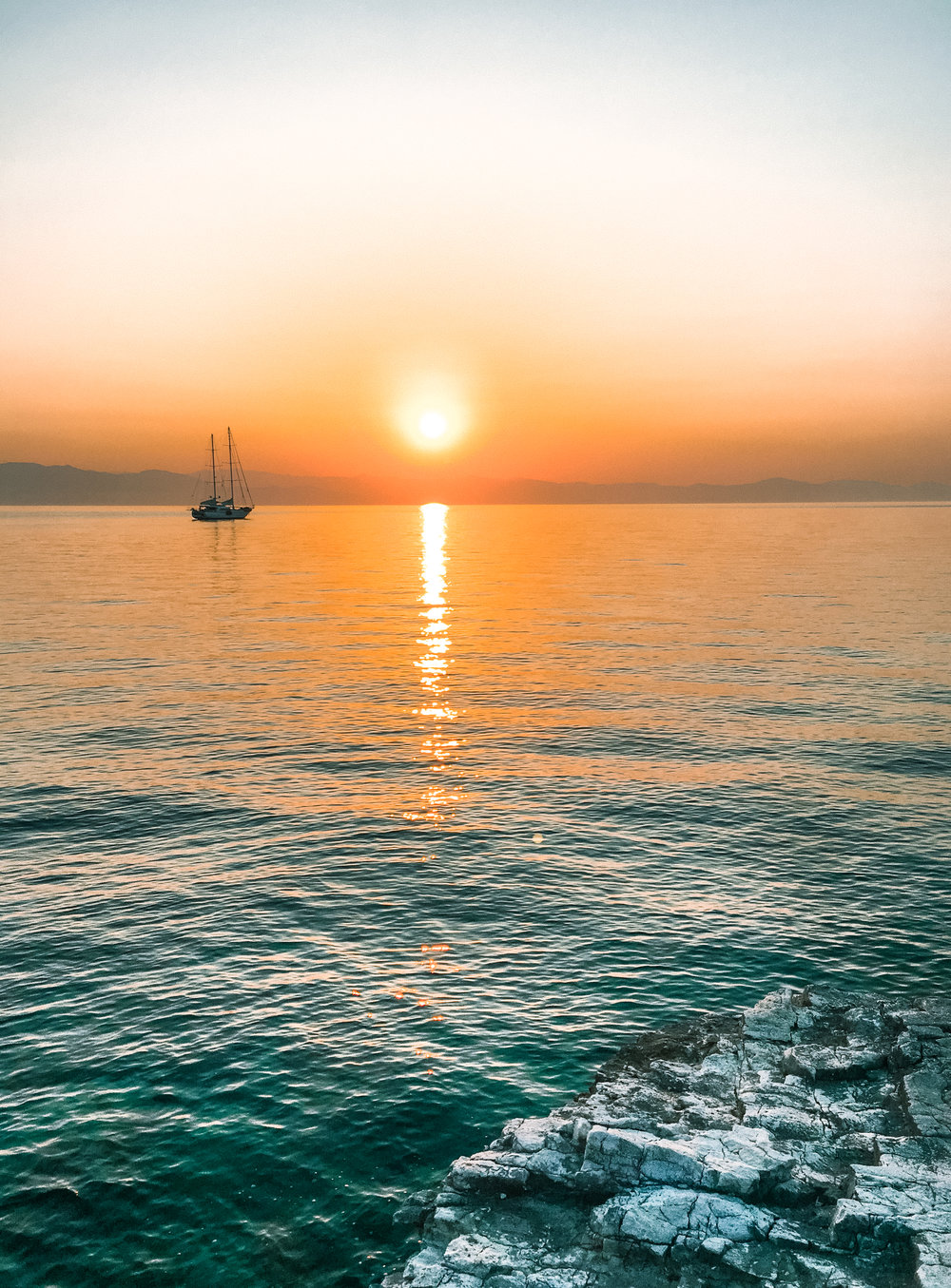 sunset erimitis paxos - amelietahiti.com