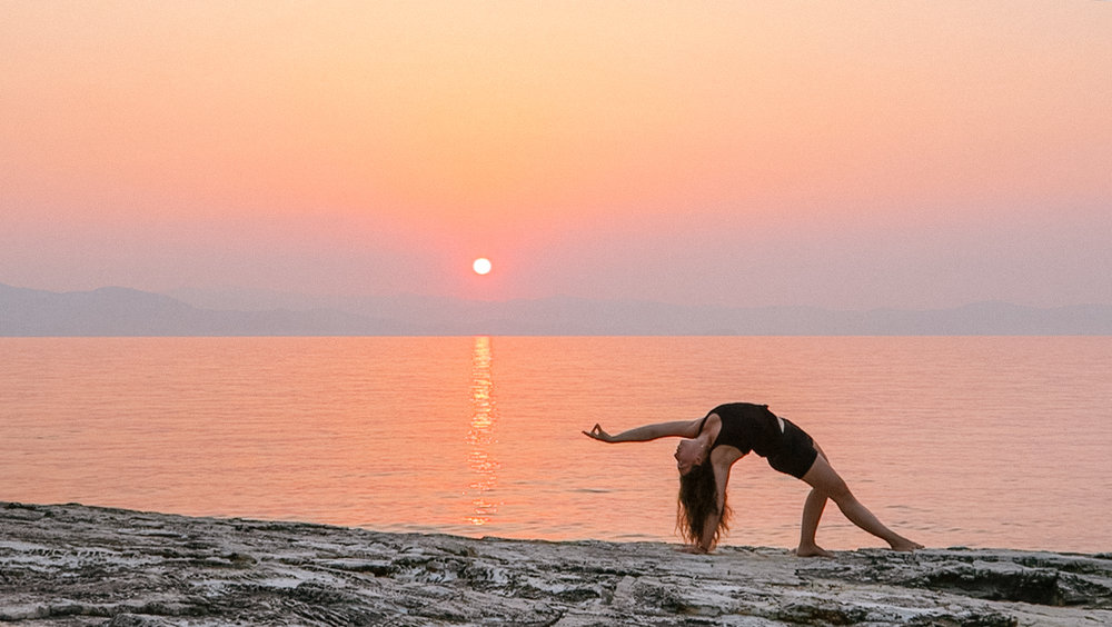 sunrise beach greece yoga - amelietahiti.com