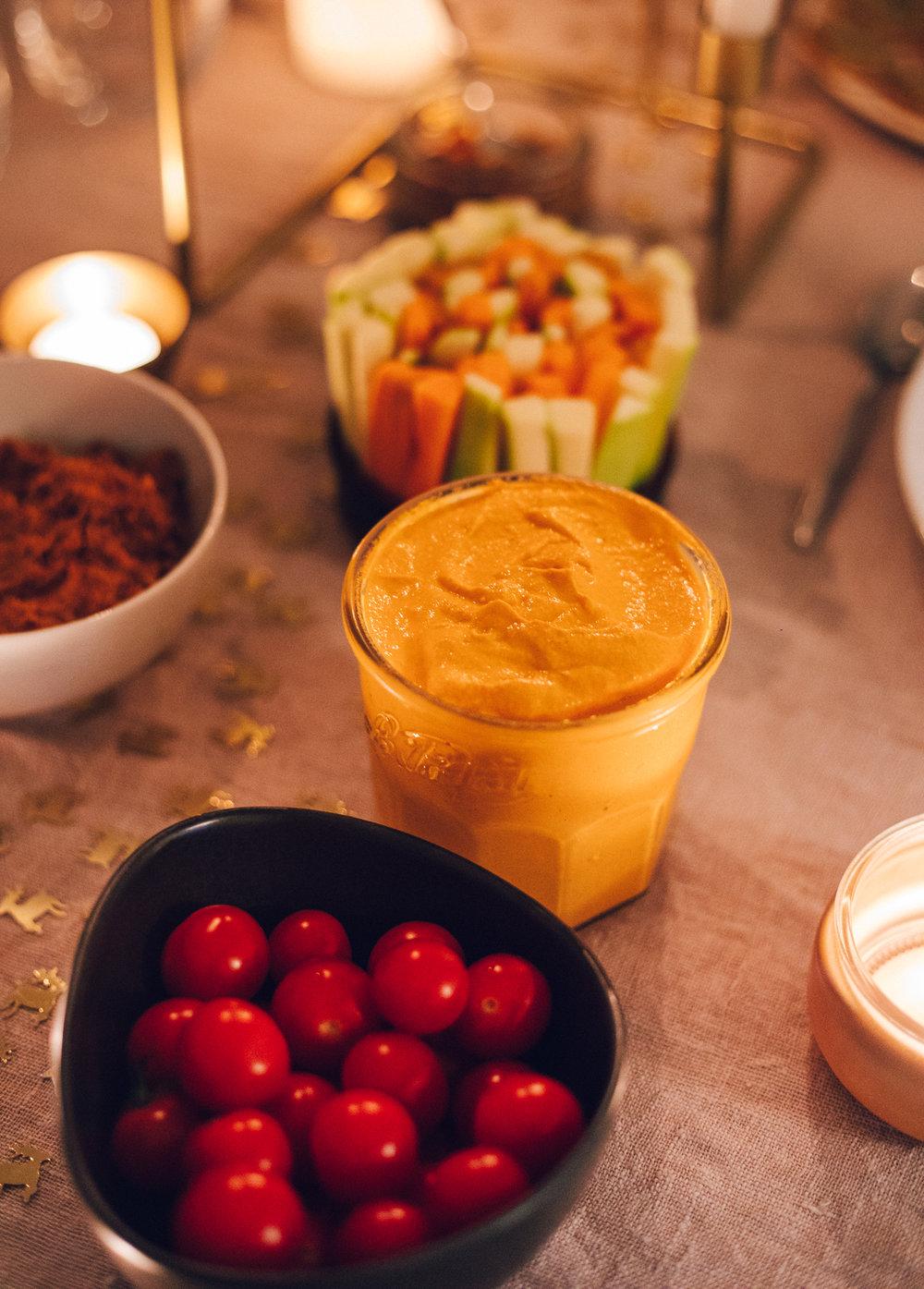 Smoked Paprika Vegan Sour Cream - Vegan Christmas Dinner Food - www.amelietahiti.com