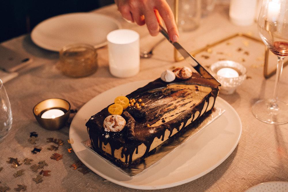Choc & Orange Cake - Vegan Christmas Dinner Food - www.amelietahiti.com