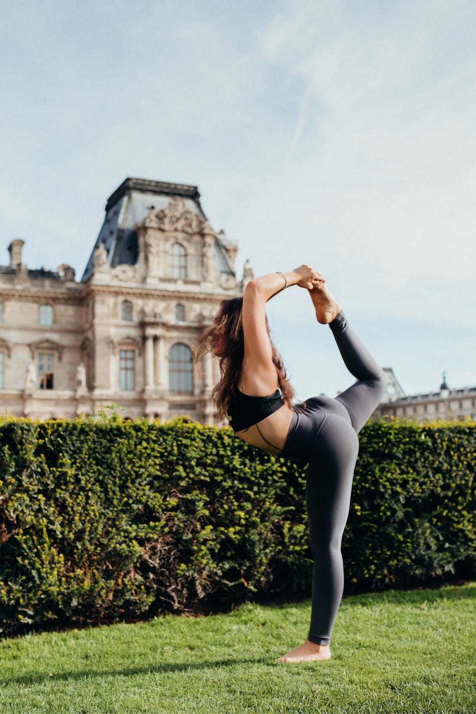 yoga teacher training paris - amelietahiti.png