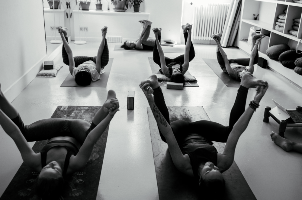 Yoga Teacher Training Paris - Amelietahiti1.png