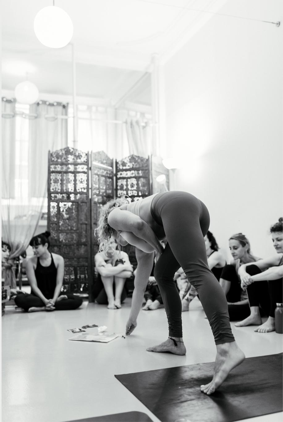Yoga Teacher Training Paris - Amelietahiti14.png