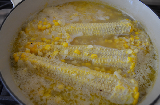 corn cobbs simmering