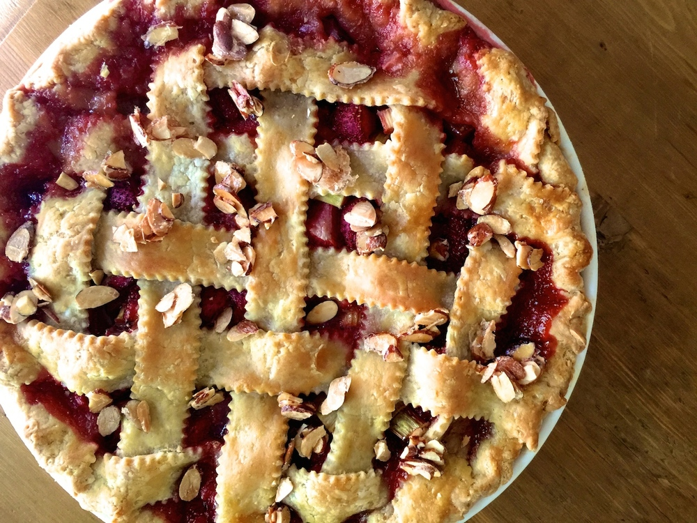 Strawberry rhubarb Pie with Almonds