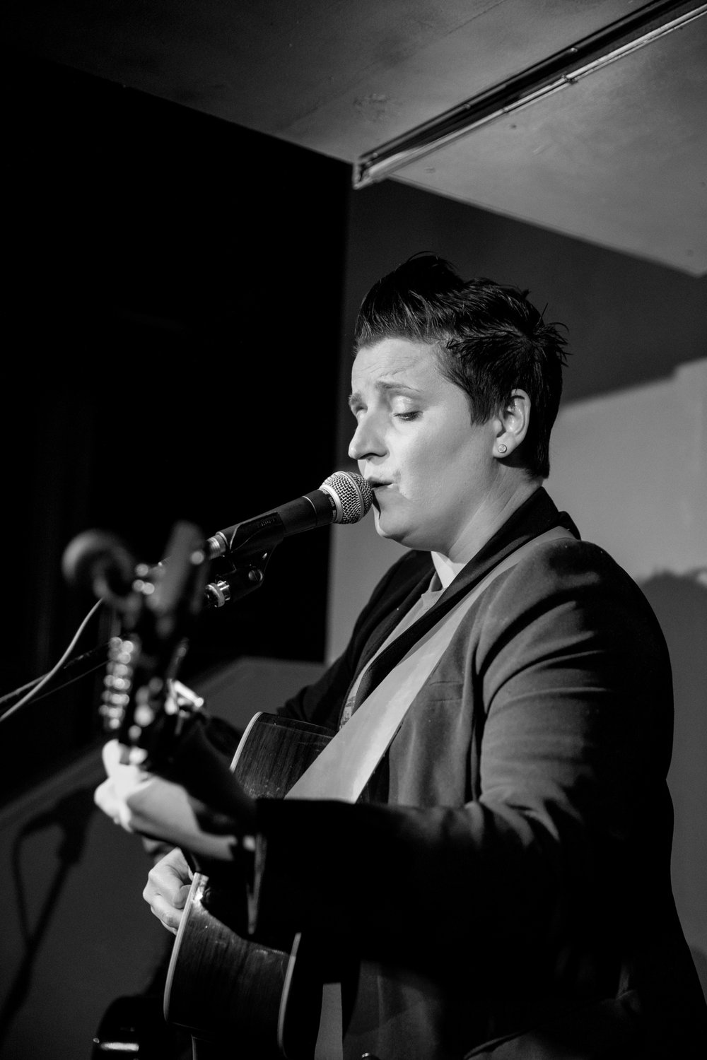 London Open Mic Night Chloe Ray Long Island Photographer-27.jpg