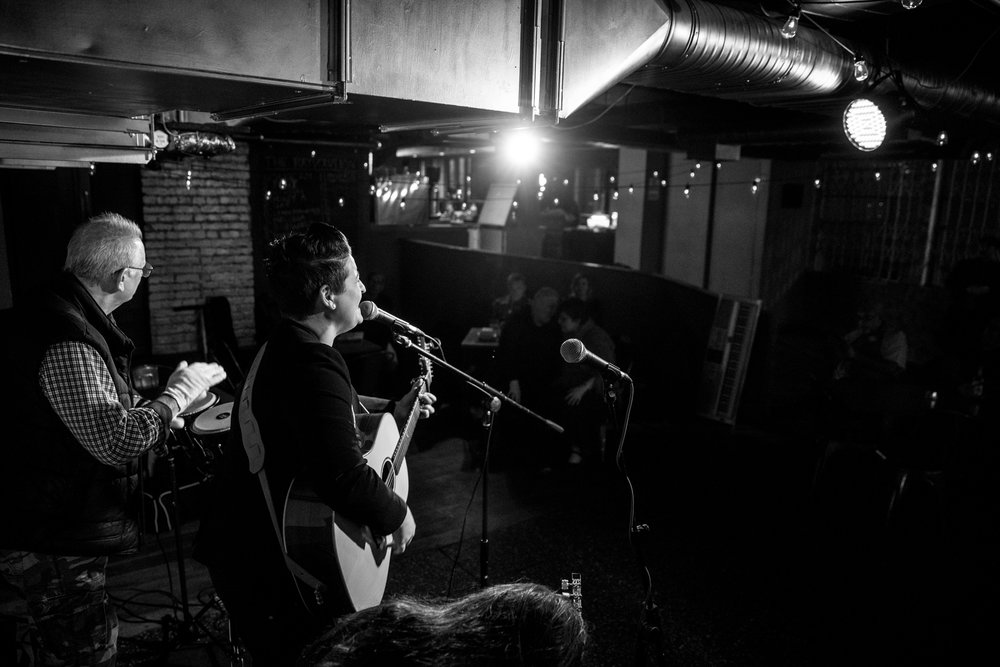 London Open Mic Night Chloe Ray Long Island Photographer-40.jpg