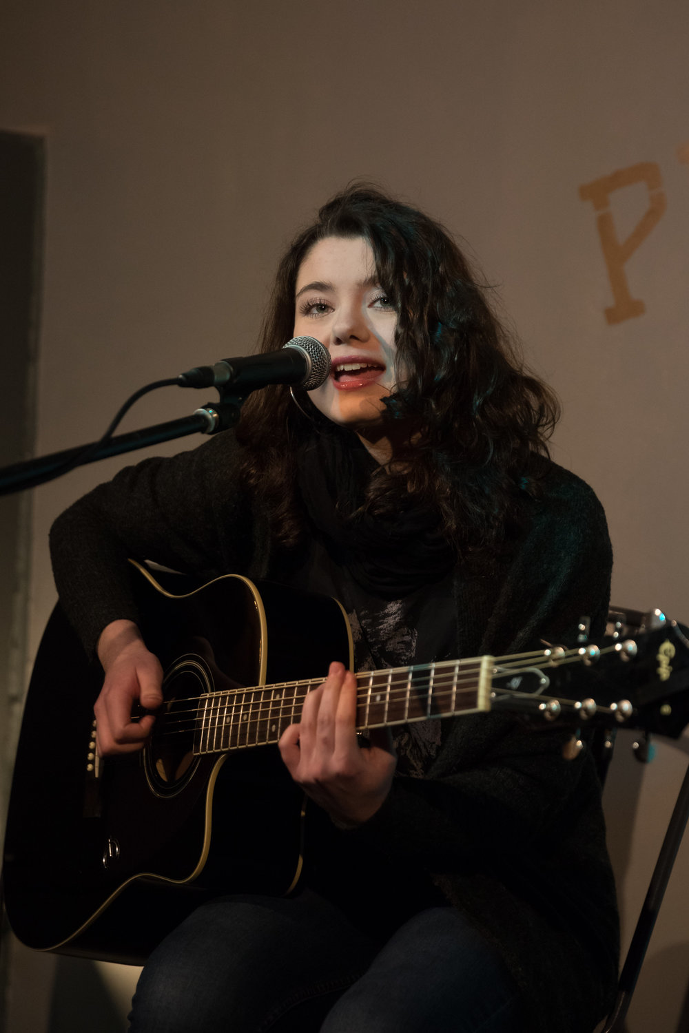 London Open Mic Night Chloe Ray Long Island Photographer-53.jpg