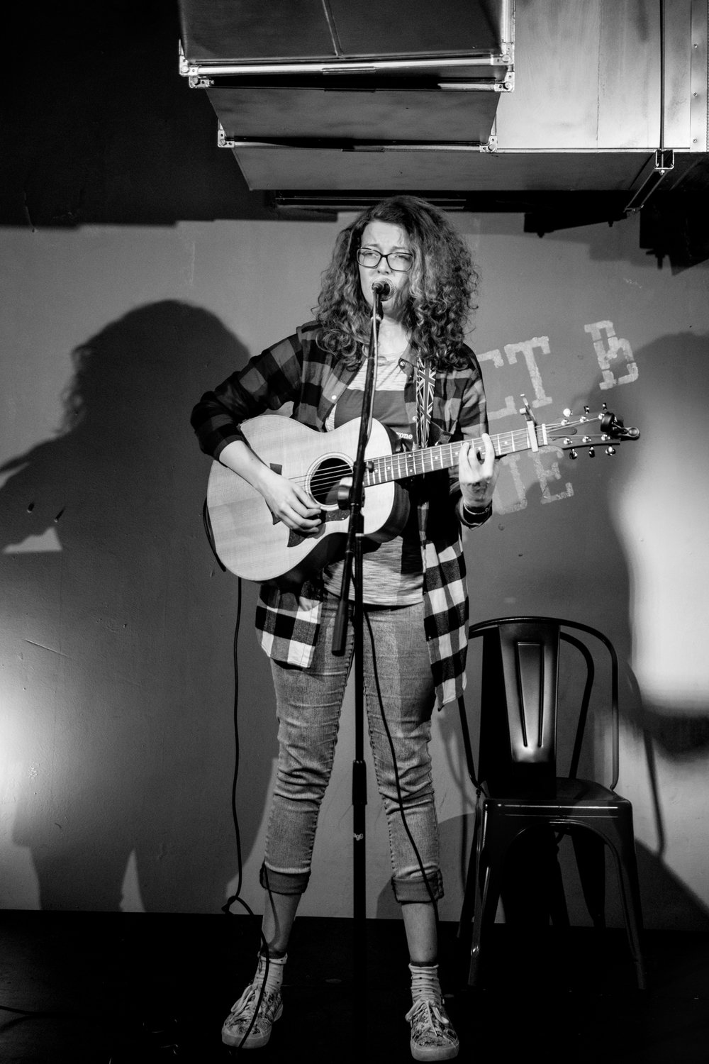London Open Mic Night Chloe Ray Long Island Photographer-58.jpg