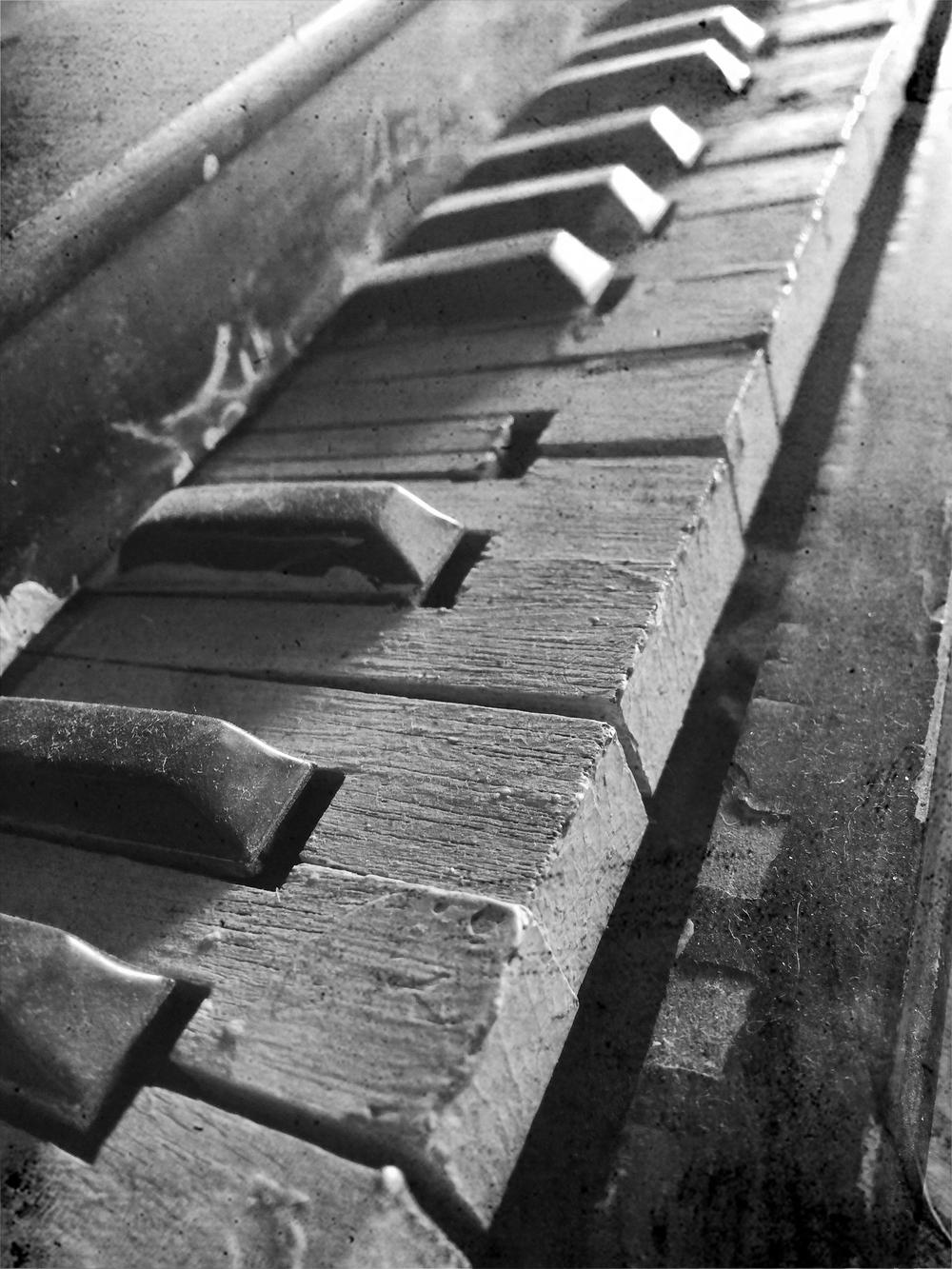 toy pianoIMG_7027.bw.jpg
