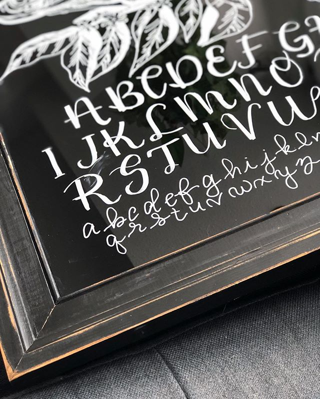 I already shared this on my stories, but I'm really excited with how it came out, so I'm posting it here 😄 - I made this message board for our kitchen out of a $5 thrift store frame. I painted the back side of the glass with flat black spray paint. It's the perfect surface for white chalk markers. I'll be using it to write grocery lists, notes, drawing pictures or practicing my hand lettering. 🖤 #handlettering#handmade#diy#chalkboard#messageboard#reuse#secondhand#lettering