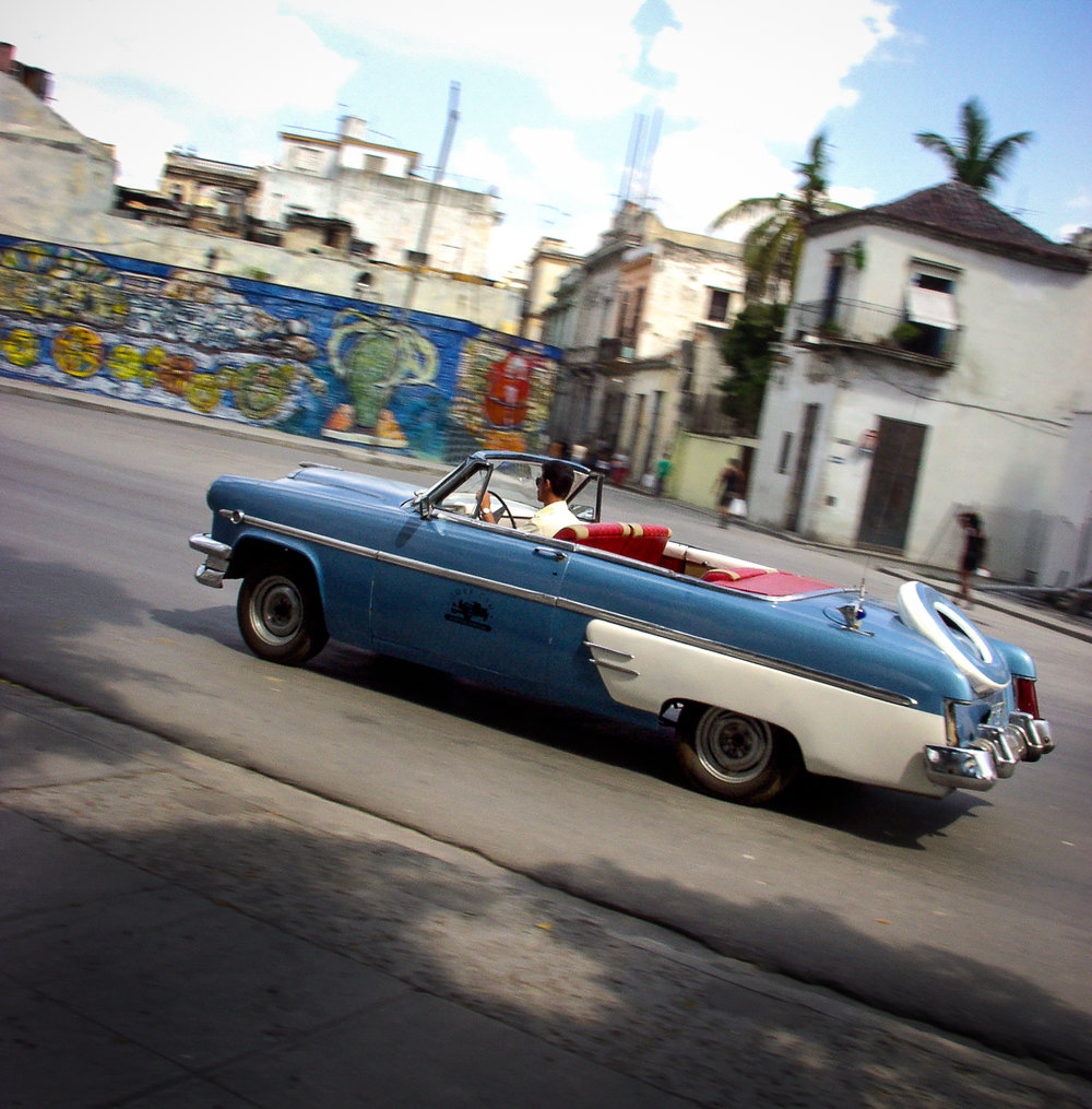bluecarCuba.jpg