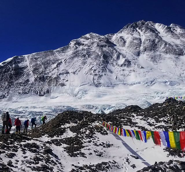 @alpenglowexpeditions has two teams on #Everest this year - #RapidAscent (30 days) and #LightningAscent (7 days on E after a week on Cho). The Rapid Ascent team left ABC in perfect weather today led by all-star guides @chadpeele and @solitude66. Lightning Ascent (led by @estebantopomena and me) leaves tomorrow with a plan to catch up to the crew in this photo and all stand on top together! #everest2018 #adventuredoneright