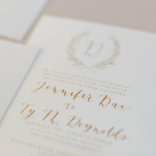 When writing the names on each individual invite is totally worth it... 👏🏻😊👌 Gorgeous photo by @nelya_photos  #styledshoot #weddinginvitations #invitationsuite