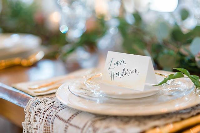 Sweet little place card on some gorgeous place settings by @thecopperquail.