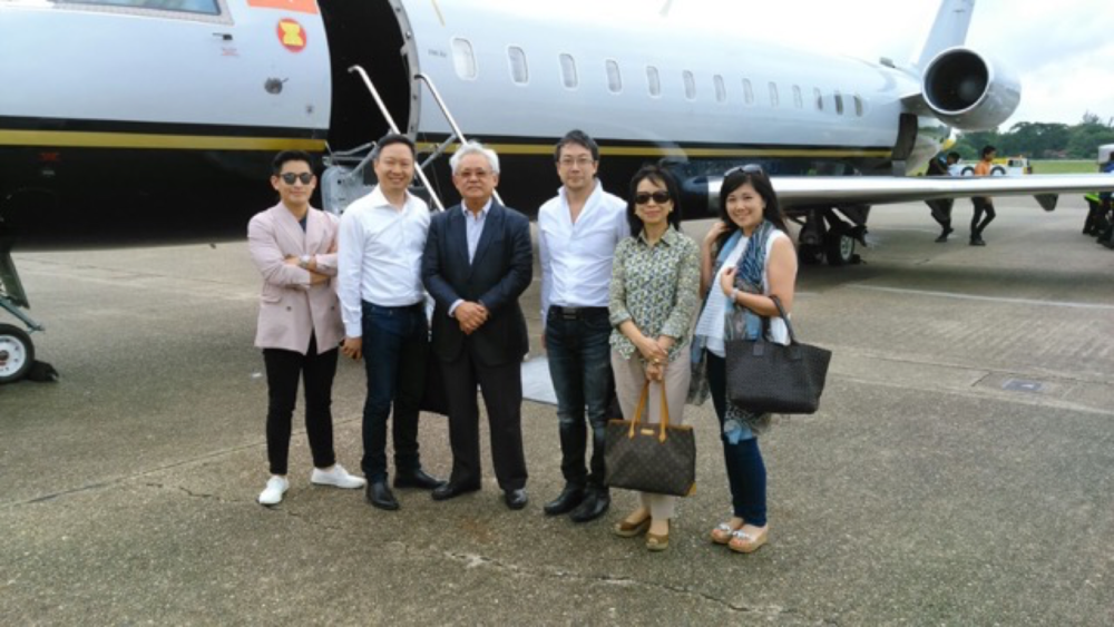 From left to right, unknown, Vian Li, Mr. Serge Pun, Dr. Desmond Chan, unknown, Bonny Li (Vian Li's wife)