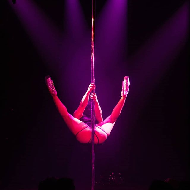 Throwback to my Velour Noire show this summer. I will be organizing another one this winter. Can't wait to share all that I have in store for you. Stay tuned! Pic by @sinematic.nyc #velournoire #dromnyc #NYC #poledance #sexyneverleft
