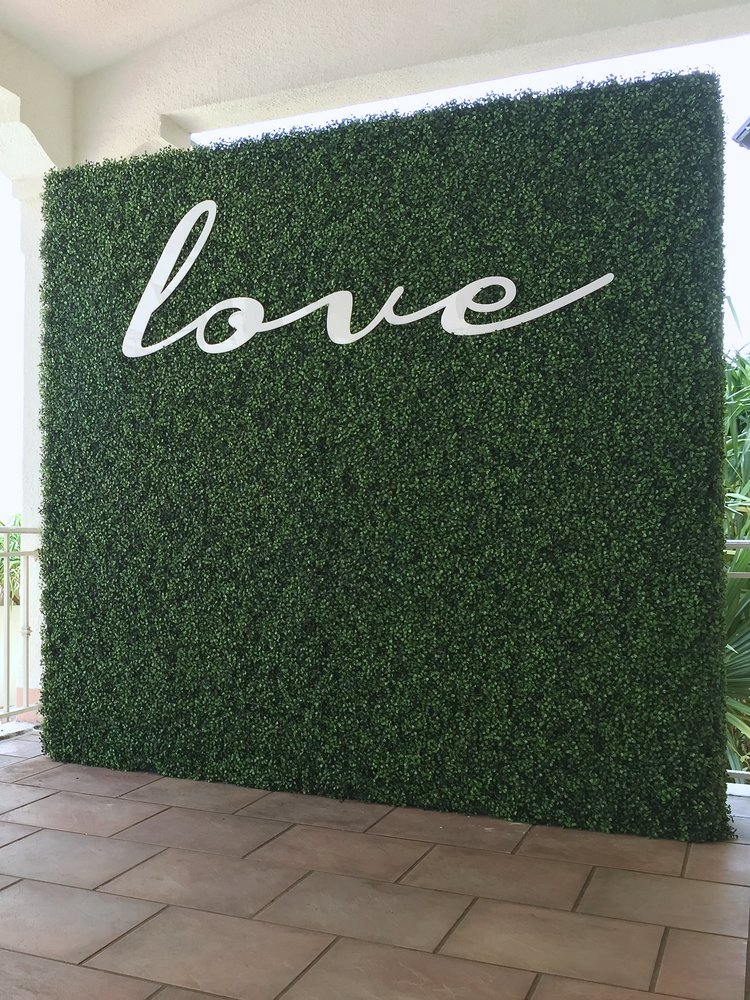 GREEN BOXWOOD CUT NAME PLATE - 5'X7' - $399