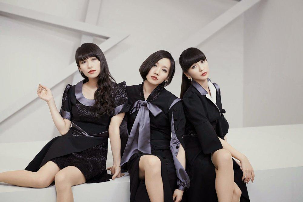 Perfume_Sweet_Refrain_wp.jpg