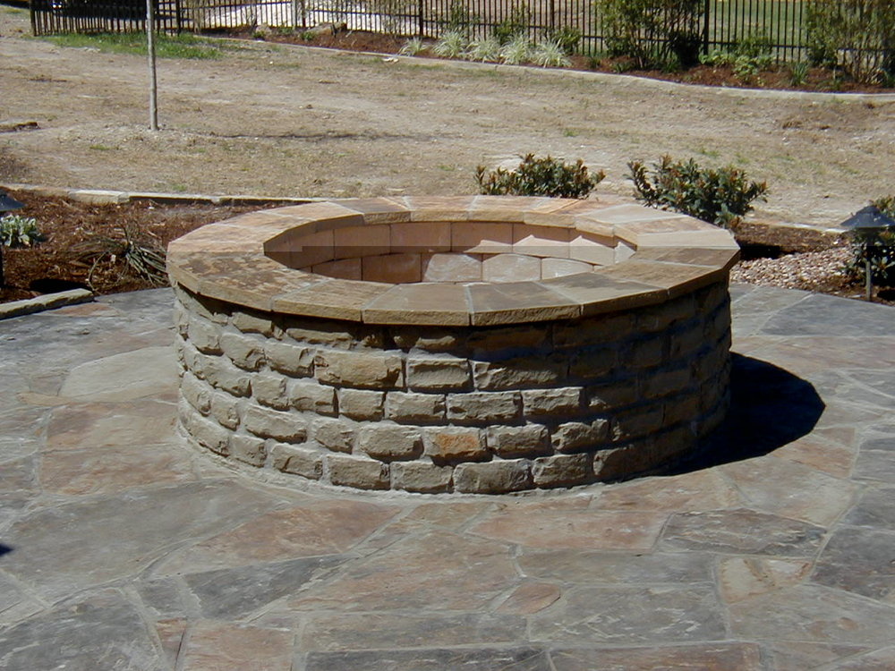 building-backyard-fire-pits.jpg