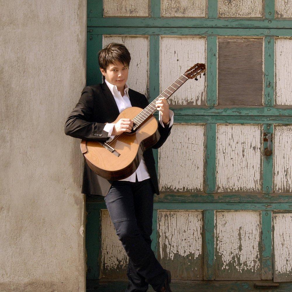 Daniel Bolshoy , guitar