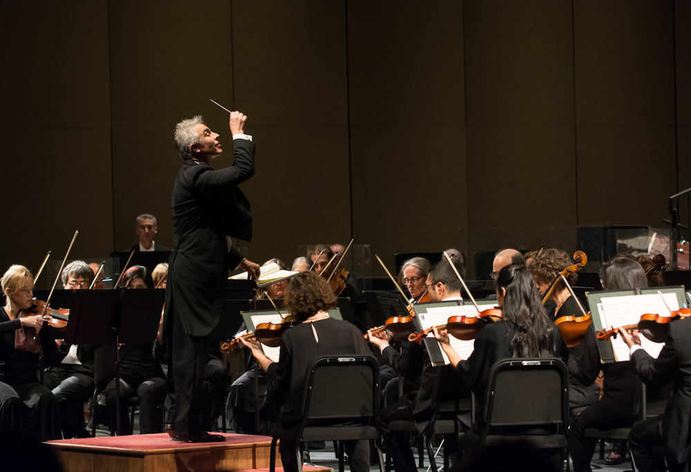 David Lockinton ,  conductor