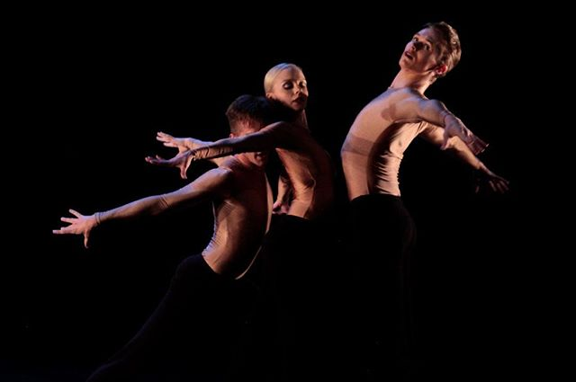 "@chandler_dh @missswan.swaneke @hayden.stark in ""Buoyant"" by @shushuagogo . . We close season 2 of REACH tonight. Don't miss your last chance to see these new dances. 8pm. 601 Preston St. 📷 @damexipino"