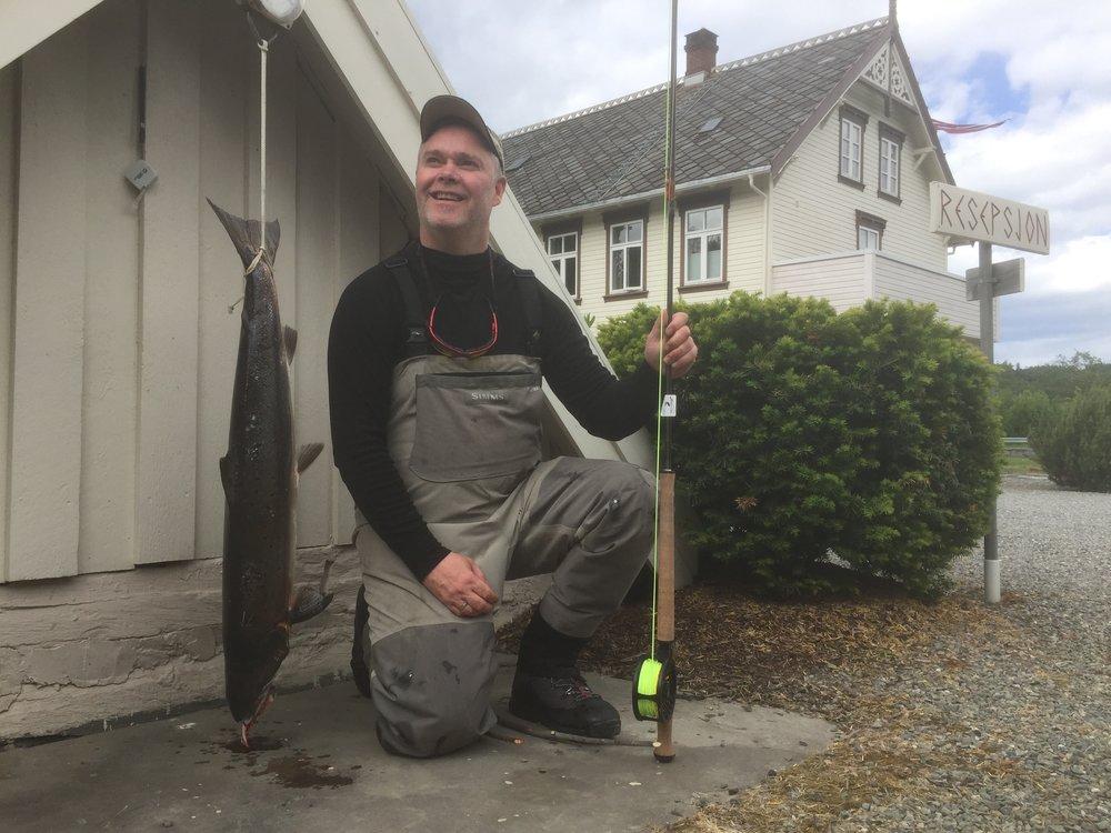 Første fluelaks 7,7 kg. Tatt i gamle Bruhølen