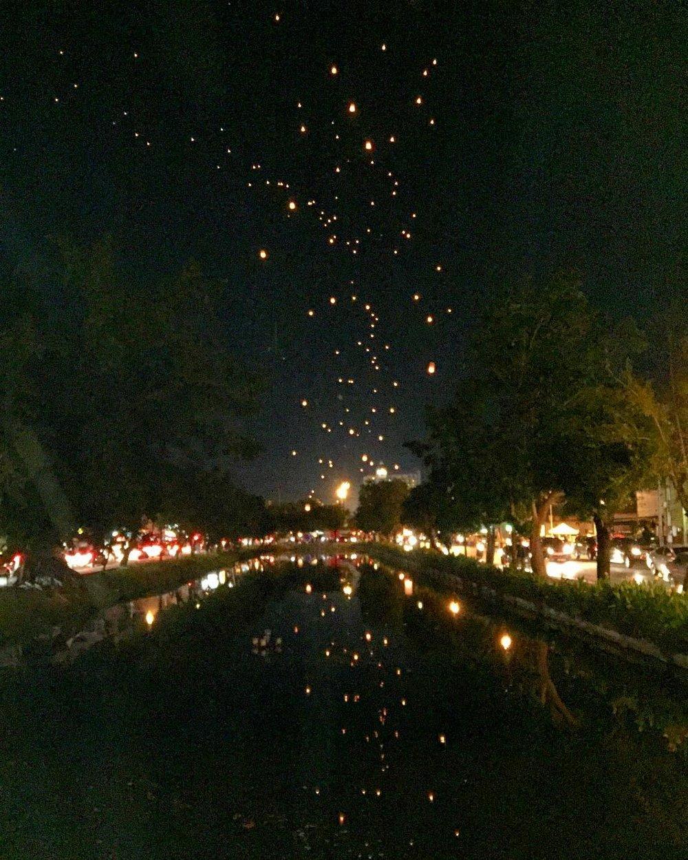 chiang_mai_lanterns_new_years_2016.jpg