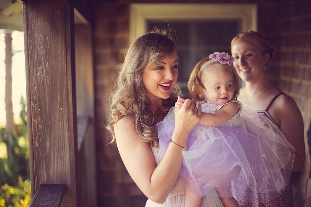 bride wedding smile child flower girl THPHOTO