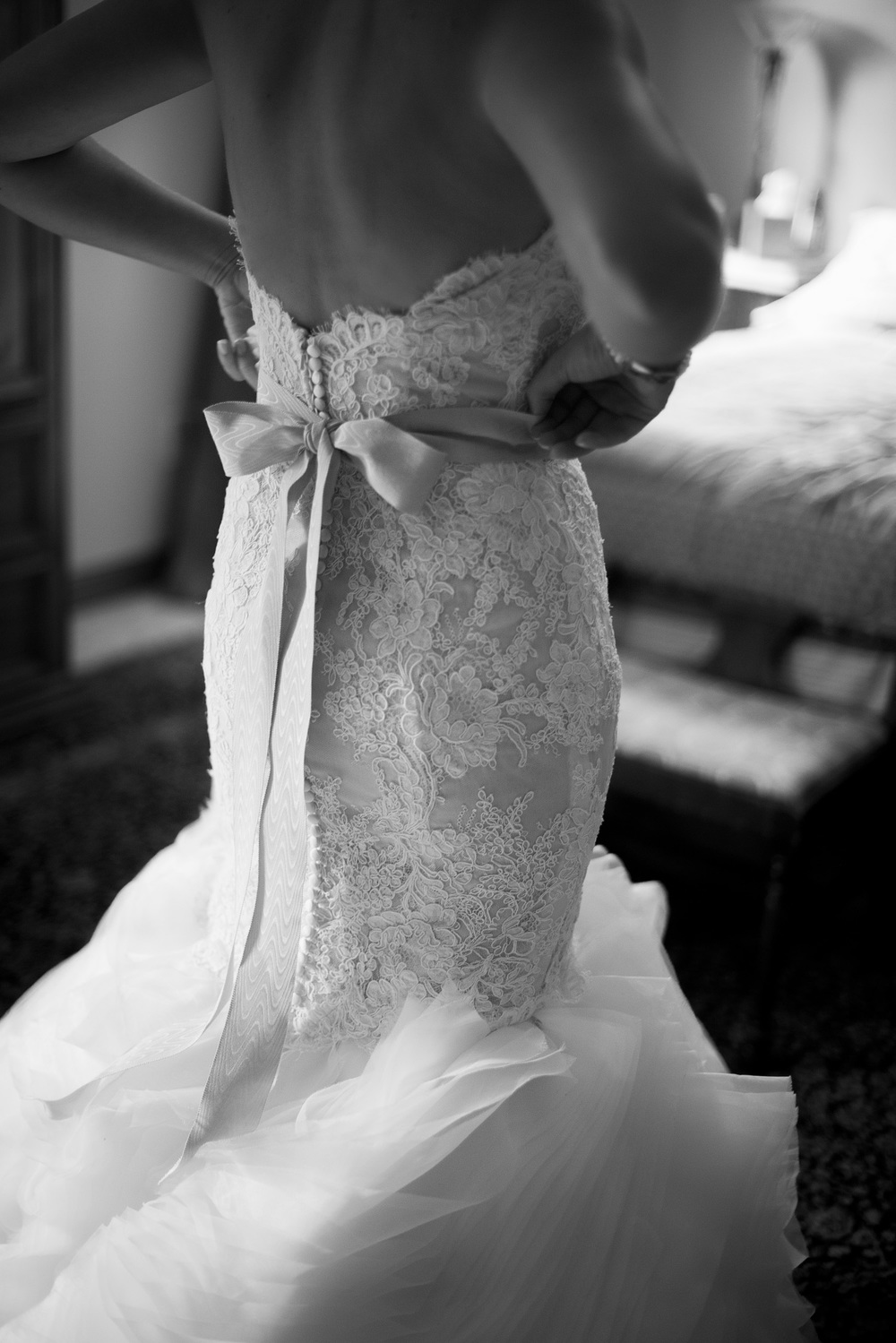 bride dress back lace bow window light