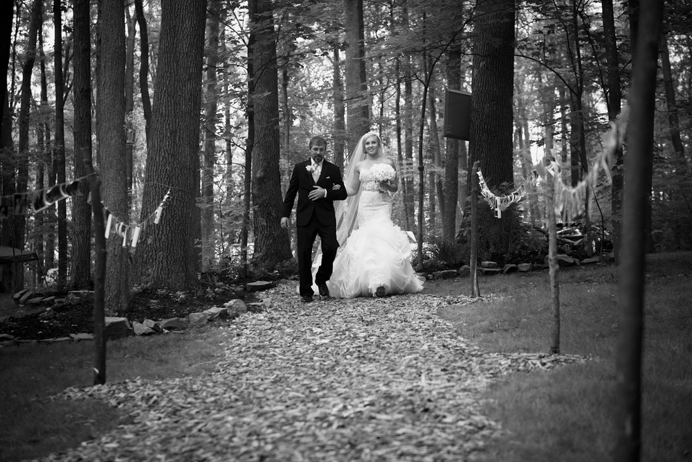 father daughter bride bw aisle outdoor rustic
