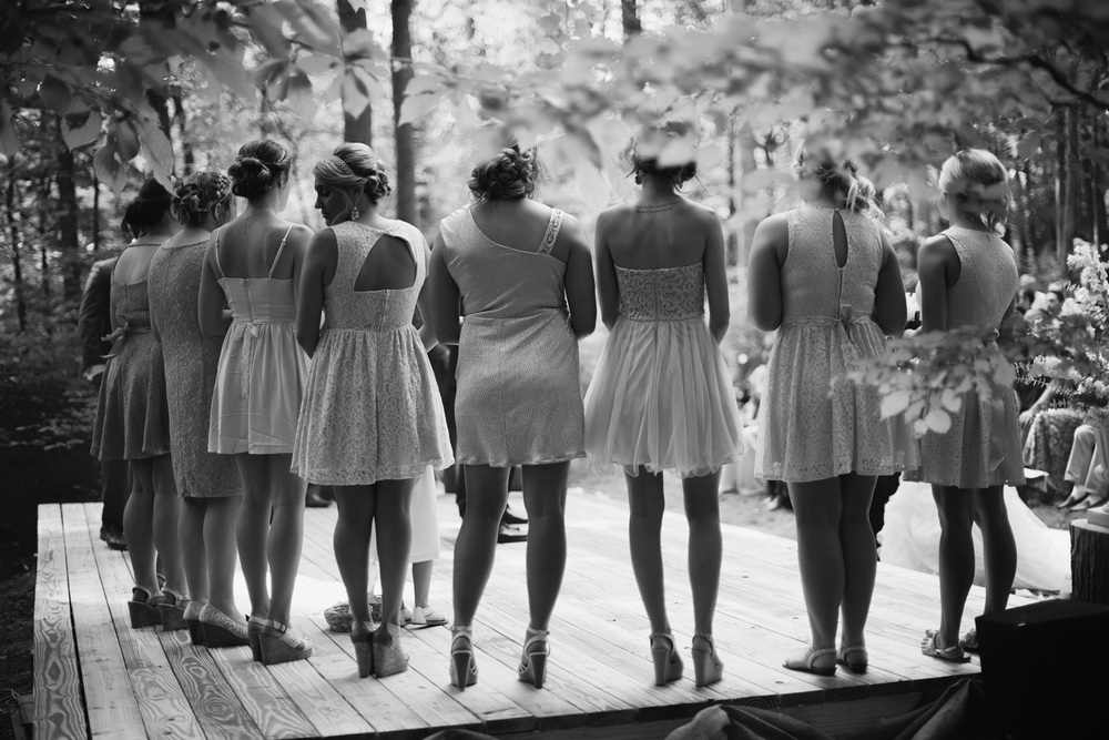 bridsmaids bw ceremony outdoor rustic