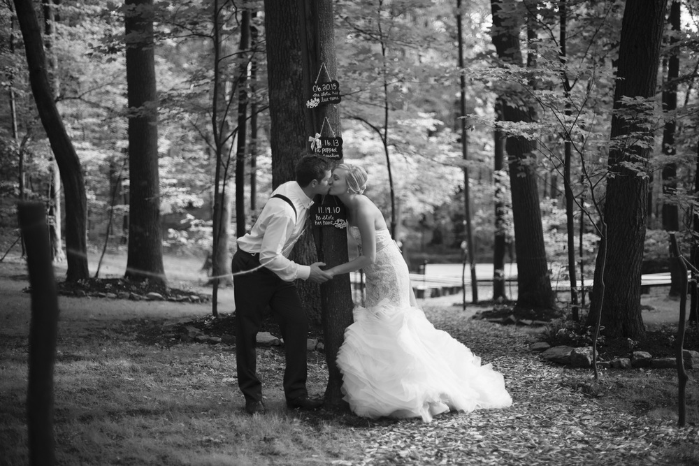 artistic rustic wedding bride groom kiss bw portrait THPHOTO forest