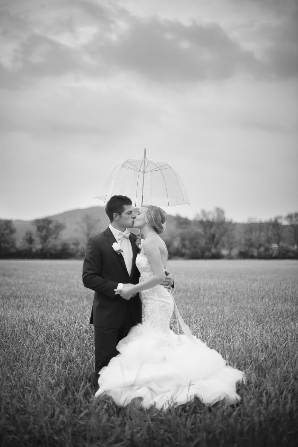wedding open field bride groom bw umbrella rain couple husband wife portrait THPHOTO